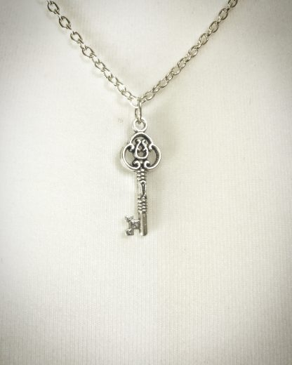 "Key Necklace on 18"" silver plated cable chain"