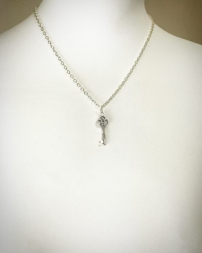 "Key Necklace n 18"" silver plated cable chain"