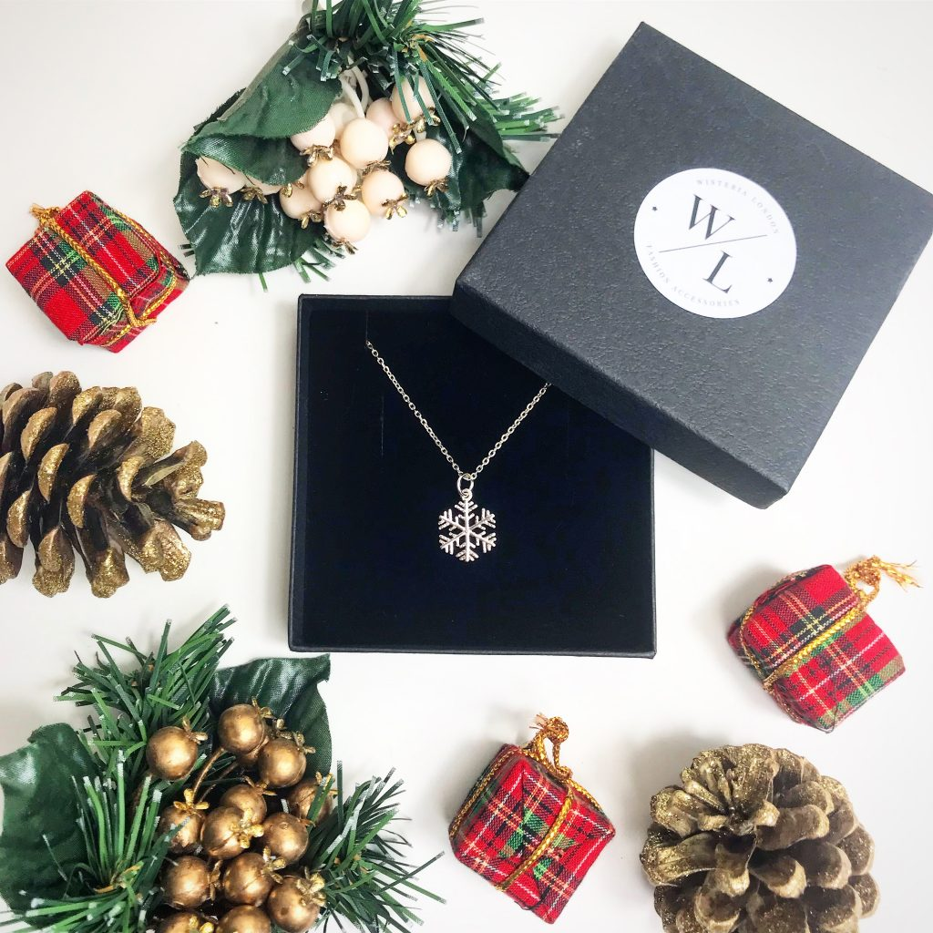 The Jewellery Lovers Christmas Gift Guide - Sterling Silver Snowflake Necklace